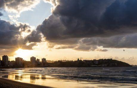 atardecer en playa de Gijón